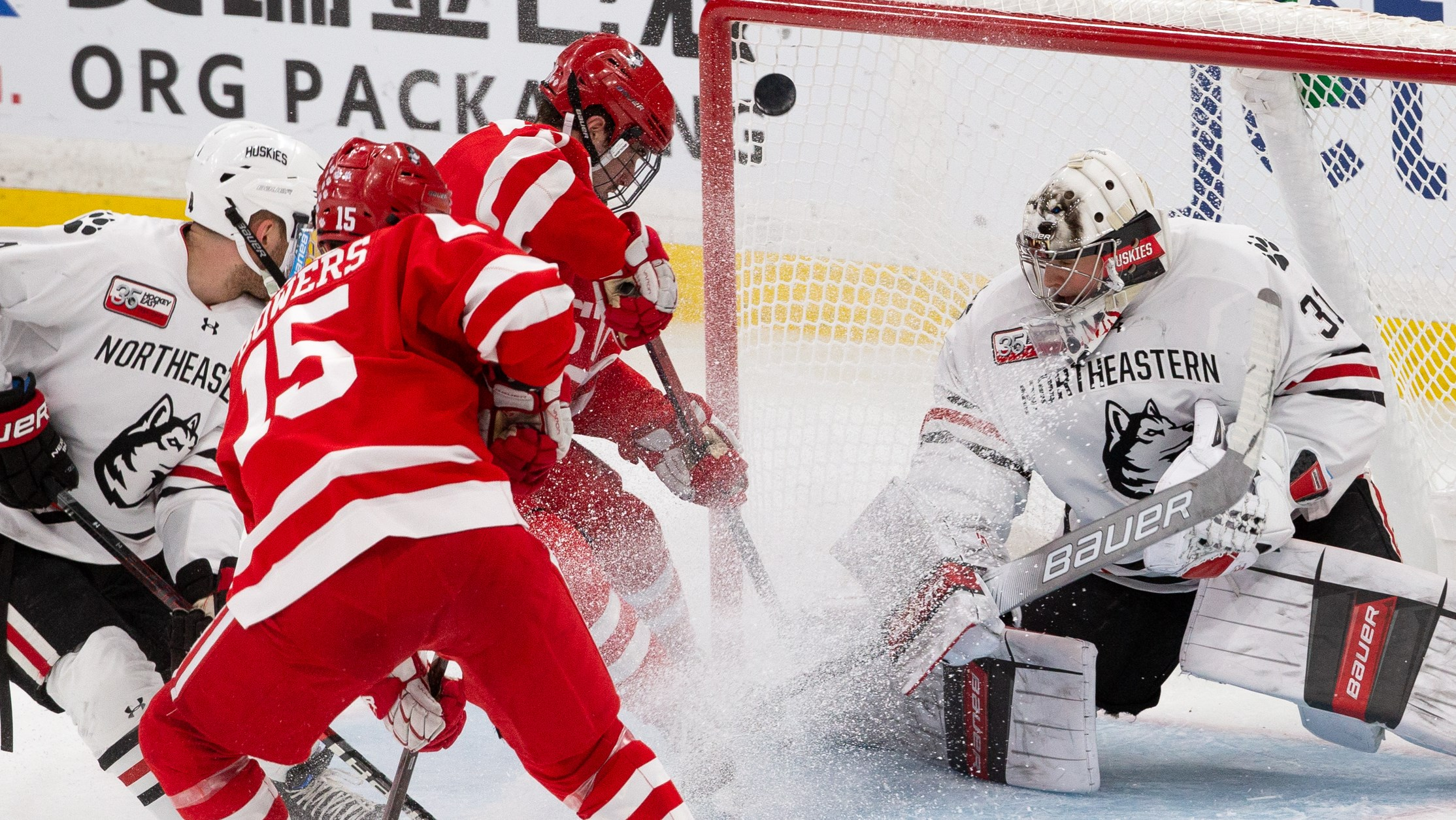 Terriers Fall in Overtime, 2-1, to No  6/8 Huskies in Hockey